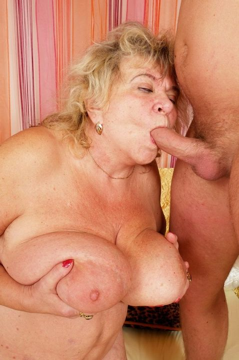 porno-samih-grudastih-starushek