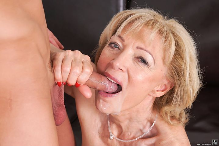 Lusty Mature Blonde Does It Pichunter 1