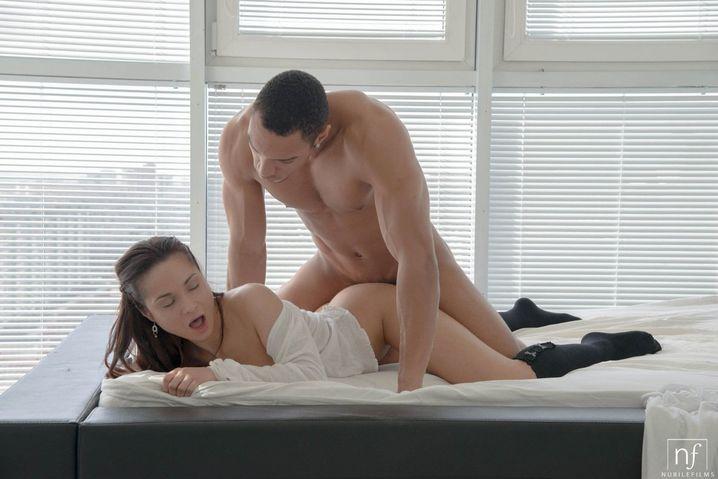bolshie-siski-zhenshini-zhdushie-seksa-zrelih-zhenshin